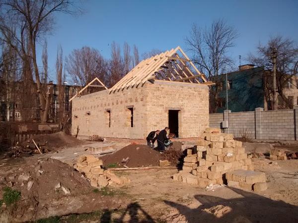 Будівництво нашої церкви - Встановлення крокв