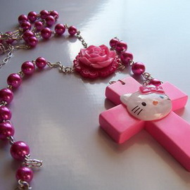 hello-kitty-cross-necklace